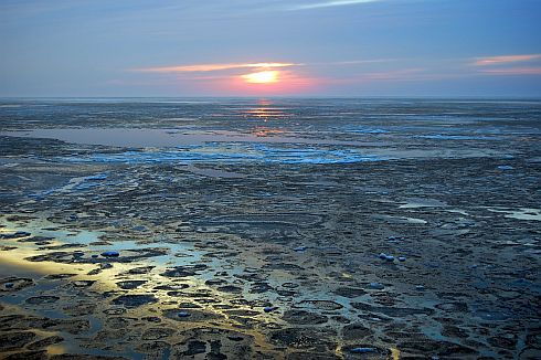 sunrise-over-melting-ice