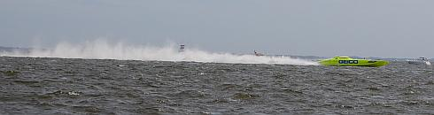 battle-on-the-bay-geico-boat